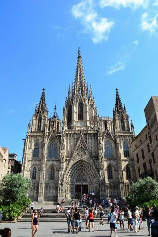 cathedral-of-the-holy-cross-and-saint-eulalia-barcelona-spain